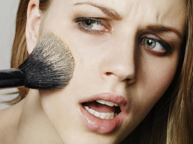 http://styledoor.com/beauty/bad-makeup-tips-women-avoid-cant-use-nowadays/